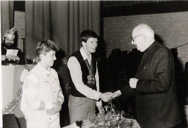 1983-2a